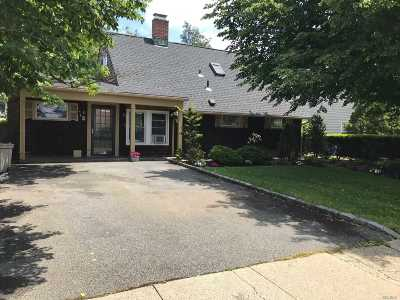 Levittown Single Family Home For Sale: 47 Kingfisher Rd
