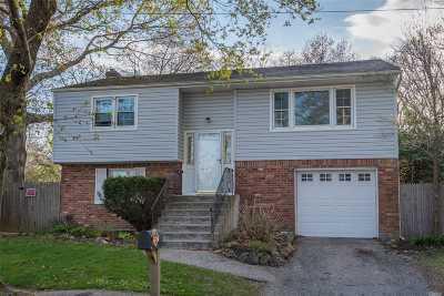 Huntington Single Family Home For Sale: 7 Monaton Dr