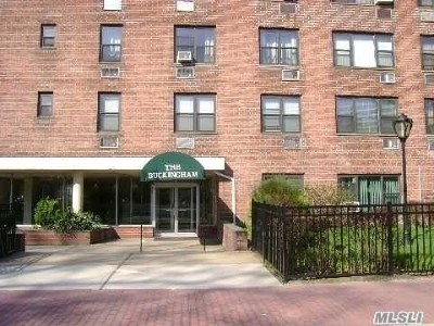 Freeport Co-op For Sale: 124 Smith St #1F