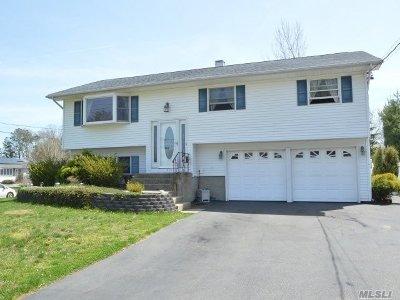 Islip Single Family Home For Sale: 272 Manhattan Blvd