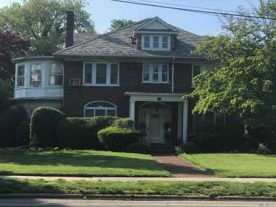 Woodmere Single Family Home For Sale: 850 Broadway