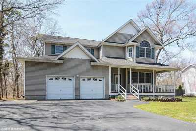 Center Moriches Single Family Home For Sale: 4 Katie Way