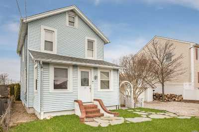 Bellmore Single Family Home For Sale: 102 Clubhouse Rd