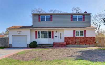 Oakdale Single Family Home For Sale: 25 Katherine Pl