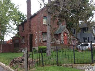 Babylon Single Family Home For Sale: 100 Park Ave