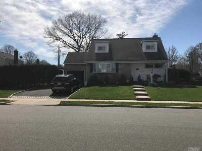 Garden City Single Family Home For Sale: 10 Tremont