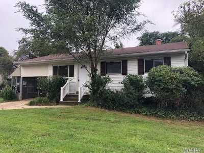Bay Shore  Single Family Home For Sale: 1709 Pine Grove Blvd
