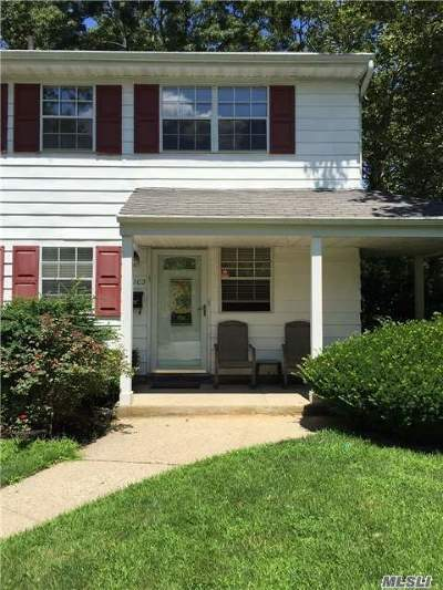 Hauppauge Condo/Townhouse For Sale: 1202 Towne House Vlg