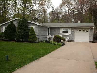 Yaphank Single Family Home For Sale: 137 E Crestwood Dr