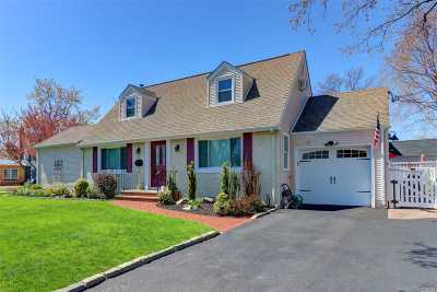 Rockville Centre Single Family Home For Sale: 4 The Loch