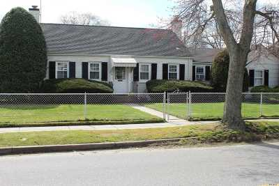 Islip Single Family Home For Sale: 116 Grant Ave