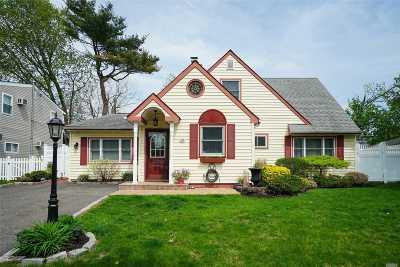 Hicksville Single Family Home For Sale: 29 Apollo Ln