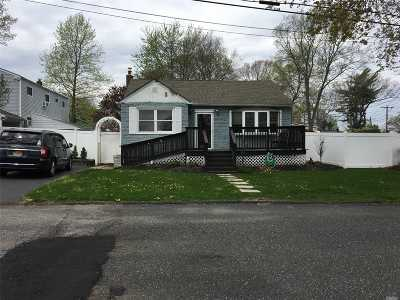 Lake Ronkonkoma Single Family Home For Sale: 42 Lake Shore Dr