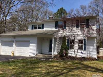Manorville Single Family Home For Sale: 40 Golf Club Cir