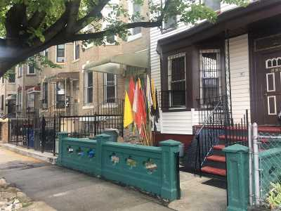 Brooklyn Single Family Home For Sale: 276 Autumn Ave