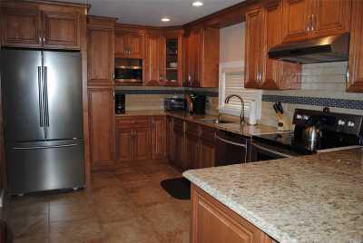 Merrick Single Family Home For Sale: 118 Shoreham Way