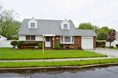 East Meadow Single Family Home For Sale: 479 Von Elm Ave