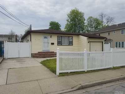 Hicksville Single Family Home For Sale: 17 Grove St