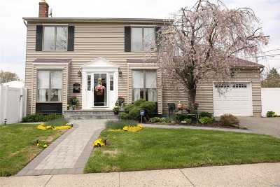 Hicksville Single Family Home For Sale: 62 14th St