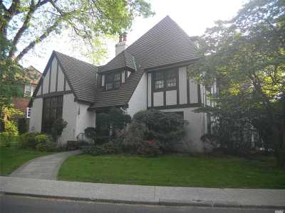 Forest Hills Single Family Home For Sale: 25 Short Hill Rd