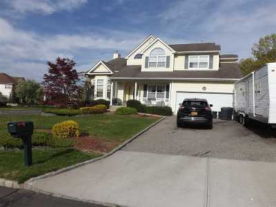 Manorville Single Family Home For Sale: 21 Oceanview Blvd
