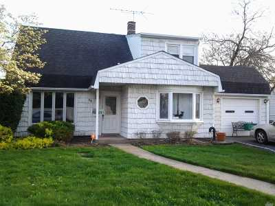 Levittown Single Family Home For Sale: 54 Curve Ln