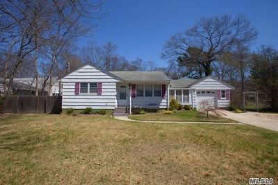 East Islip Single Family Home For Sale: 35 Woodland Dr
