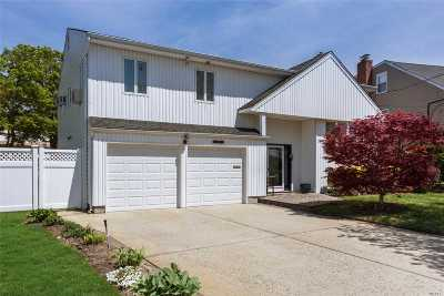 Merrick Single Family Home For Sale: 2937 Clubhouse Rd