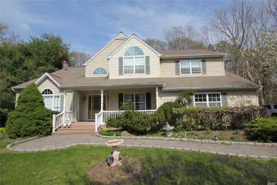Manorville Single Family Home For Sale: 5 Gateway Ln