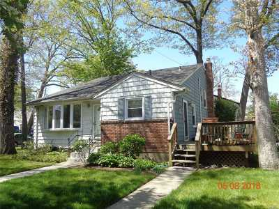 Freeport Single Family Home For Sale: 95 Colonial Ave