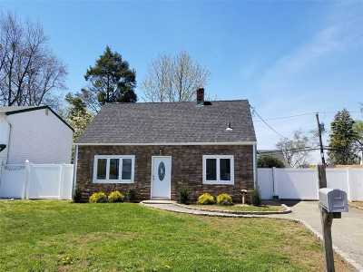 Levittown Single Family Home For Sale: 16 Copper Ln