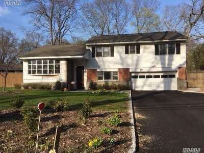 Huntington Single Family Home For Sale: 28 Algonquin Dr