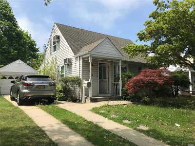 Hewlett Single Family Home For Sale: 435 Franklin