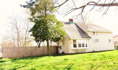 Levittown Single Family Home For Sale: 52 Woodcock Ln