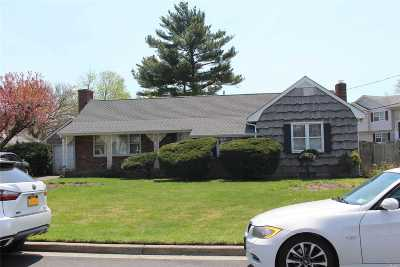 Hicksville Single Family Home For Sale: 2 Mineola Ave