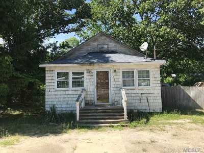 Selden Single Family Home For Sale: 361 Mooney Pond Rd