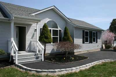 Manorville Single Family Home For Sale: 56 Meadow Ct