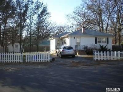 Copiague Single Family Home For Sale: 371 La Fayette St