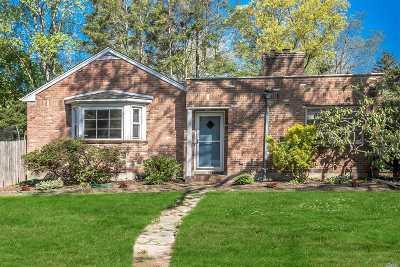 Huntington Single Family Home For Sale: 7 Fairfields Ln