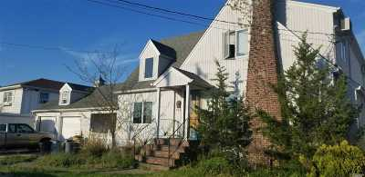 Farmingdale, Hicksville, Levittown, Massapequa, Massapequa Park, N. Massapequa, Plainview, Syosset, Westbury Single Family Home For Sale: 127 Forest Ave