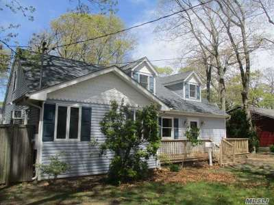 West Islip NY Single Family Home For Sale: $384,900