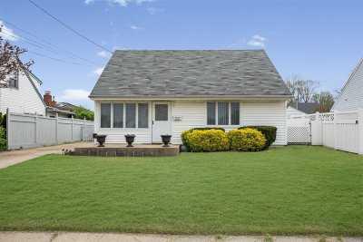 Westbury Single Family Home For Sale: 910 Washington Ave