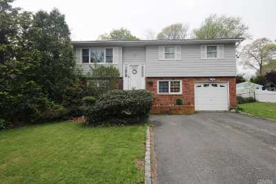 Center Moriches Single Family Home For Sale: 154 Holiday Blvd