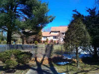 Huntington Single Family Home For Sale: 8 Ruth St