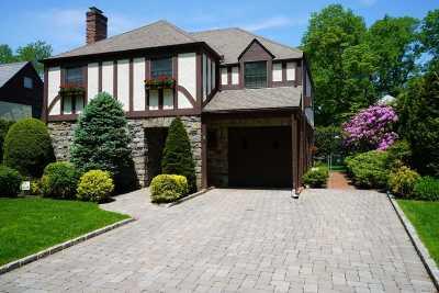 Garden City Single Family Home For Sale: 35 Kingsbury Rd