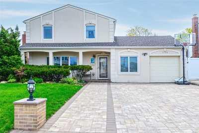 Bellmore Single Family Home For Sale: 2726 Ellen Rd
