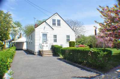 New Hyde Park Single Family Home For Sale: 1012 N 6th St