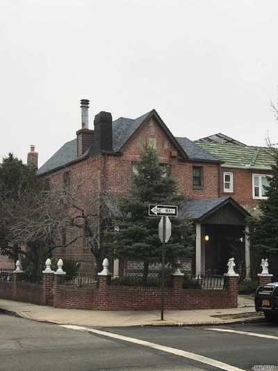 Woodside Single Family Home For Sale: 51-01 61st St