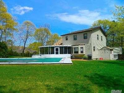 Hampton Bays Single Family Home For Sale: 19 Stuart Ct