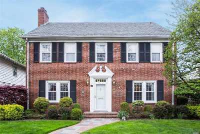 Garden City Single Family Home For Sale: 36 Brixton Rd